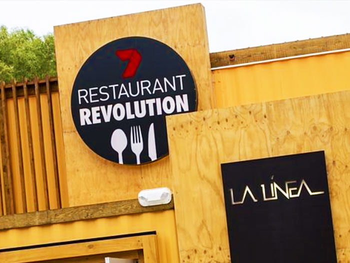 restaurant-revolution-la-linea-signs