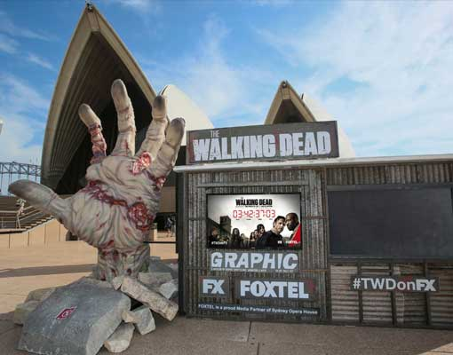the-walking-dead-zombie-hand-sydney-opera-house-1